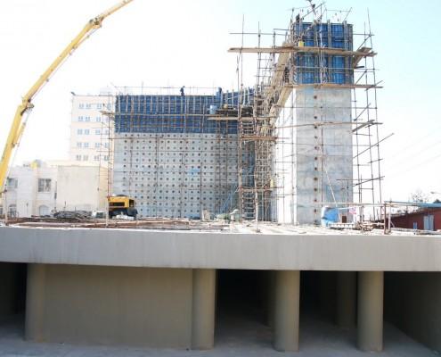 آخرین مرحله بتن ریزی و اتمام ساخت دیوارعکس العمل