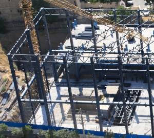 نصب سازه فولادی سالن آزمایشگاه میز لرزان به ارتفاع بیست متر