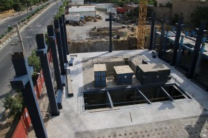 ادامه عملیات نصب سازه فولادی آزمایشگاه میز لرزان